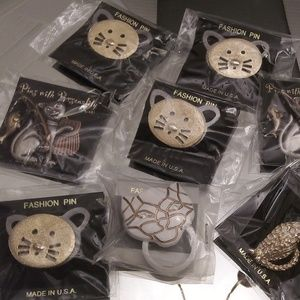 9 Cat Brooches & 1 cat barrett. A137